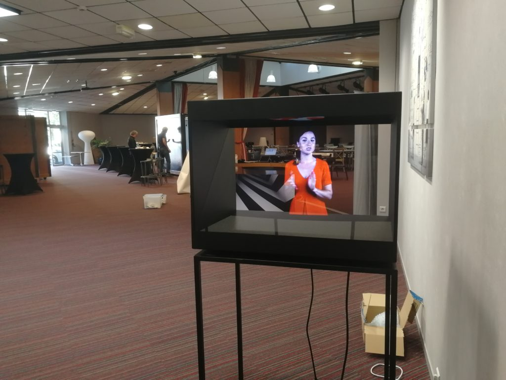 hotesse accueil hologramme innovation week 2018 vendée